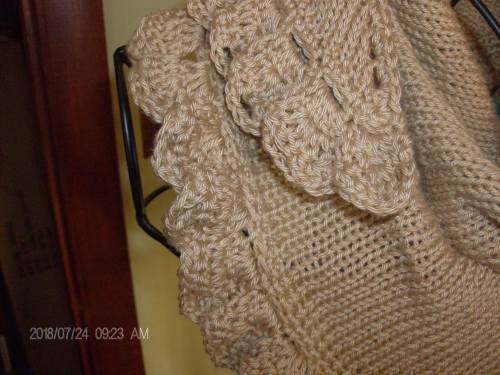 second tan shawlette 002